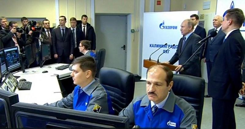 Президент России открыл терминал, построенный акционером компании Ветропарк.